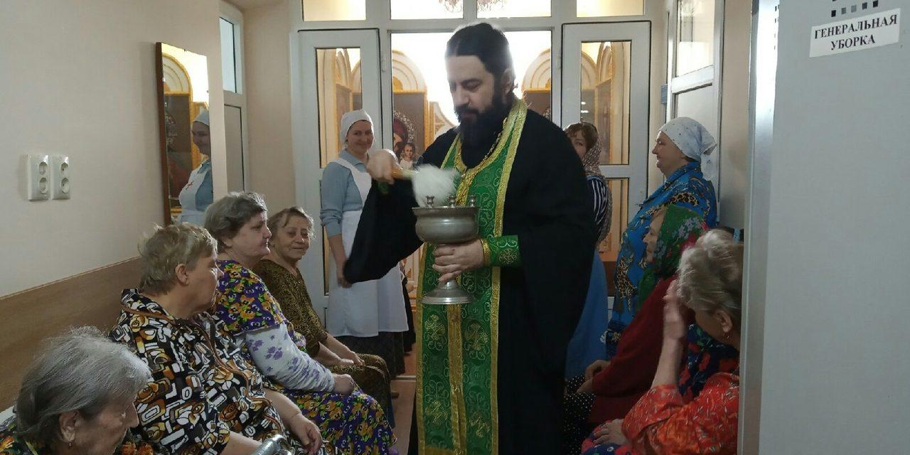В больнице №3 Таганрога прошел водосвятный молебен в честь праздника Крещения Господня
