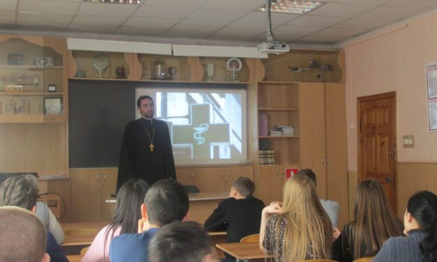 Настоятель храма Рождества Пресвятой Богородицы провел «урок трезвости» в Таганрогском торгово-кулинарном училище
