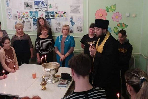 Клирик храма Преподобного Сергия Радонежского посетил Социальный приют для детей и подростков