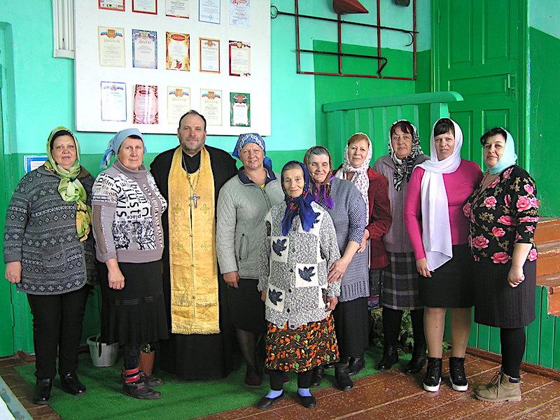Настоятель Магдалининского храма провел духовно-просветительскую беседу с жителями с. Ивановка