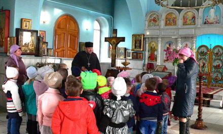 Настоятель Магдалининского прихода провел экскурсию по храму для дошкольников