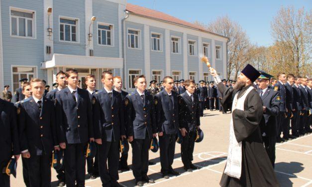 Иерей Константин Галацан принял участие в торжественном посвящении в Юнармейцы воспитанников Неклиновской летной школы-интерната