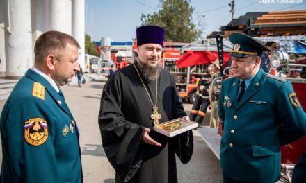 Благочинный таганрогского округа поздравил начальника противопожарной службы Таганрога с 370-ой годовщиной образования пожарной охраны России