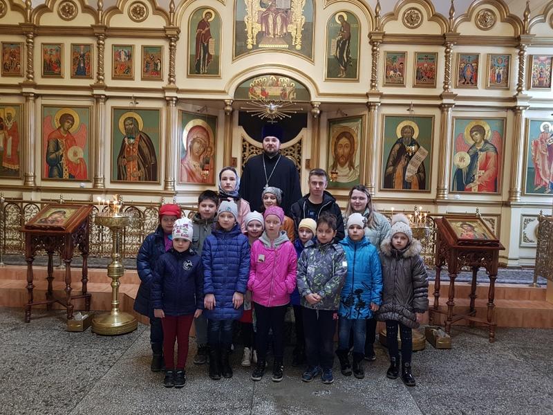Школьники Таганрога посетили храм Сергия Радонежского