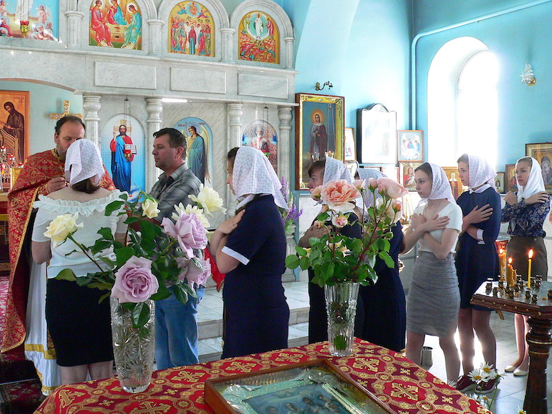 В день славянской письменности в Магдалининском храме с. Андреево-Мелентьево причащались выпускники трех школ