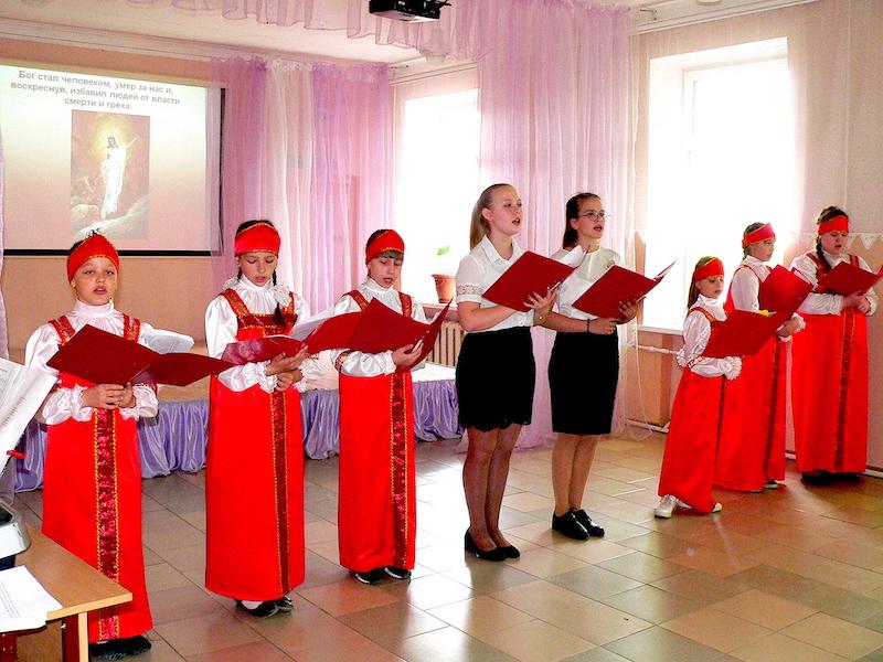 Пасхальные концерты с участием вокального ансамбля воспитанников воскресной школы Магдалининского храма прошли в школах Неклиновского района