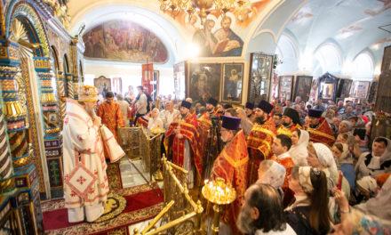 Митрополит Меркурий совершил Божественную литургию в храме Всех святых Таганрога
