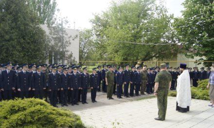 8 мая иерей Константин Галацан молился об упокоении всех погибших воинов вместе с коллективом Неклиновской летной школы