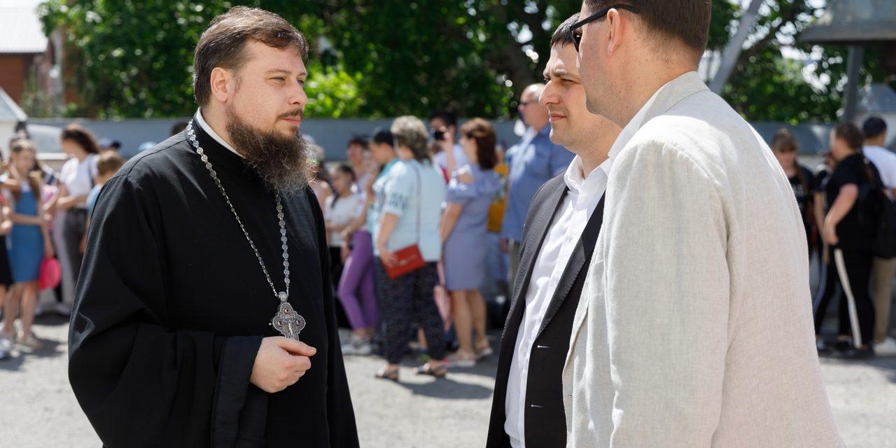 Благочинный таганрогского округа протоиерей Алексей Лысиков приветствовал организаторов и гостей фестиваля «Оборона Таганрога 1855» .