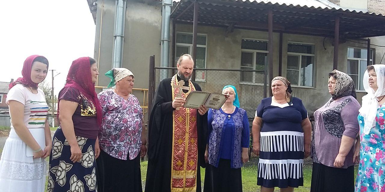 В праздник Светлого Христова Воскресения настоятель Покровского храма Неклиновского района посетил отдаленное село Советка