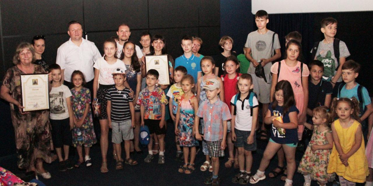 В День защиты детей для воспитанников воскресных школ благочиния был организован бесплатный поход в кинотеатр