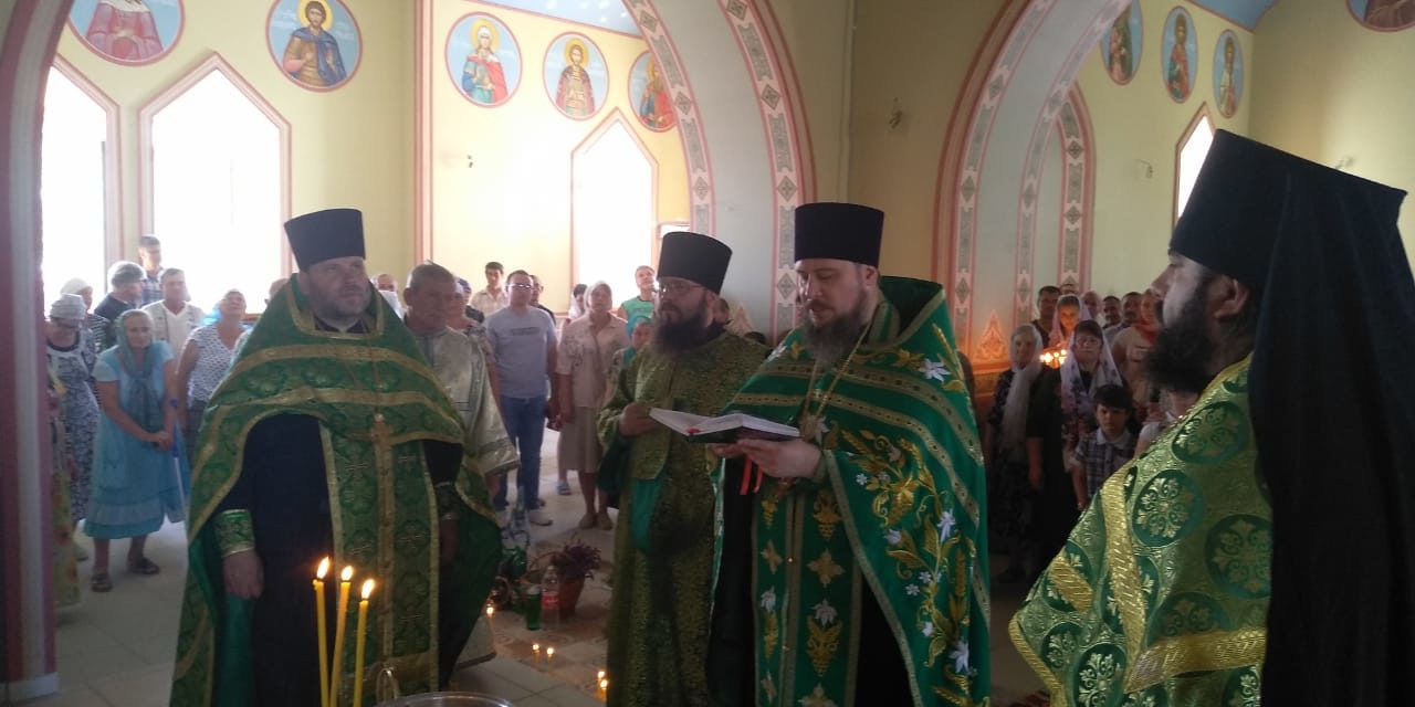 16 июня в праздник Пятидесятницы в Троицком храме села Ивановка Неклиновского района прошли торжества в честь престольного дня