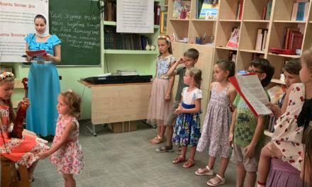 7 июля накануне праздника святых благоверных князей Петра и Февронии в храме всех святых г.Таганрога прошел концерт, посвященный Дню семьи, любви и верности.