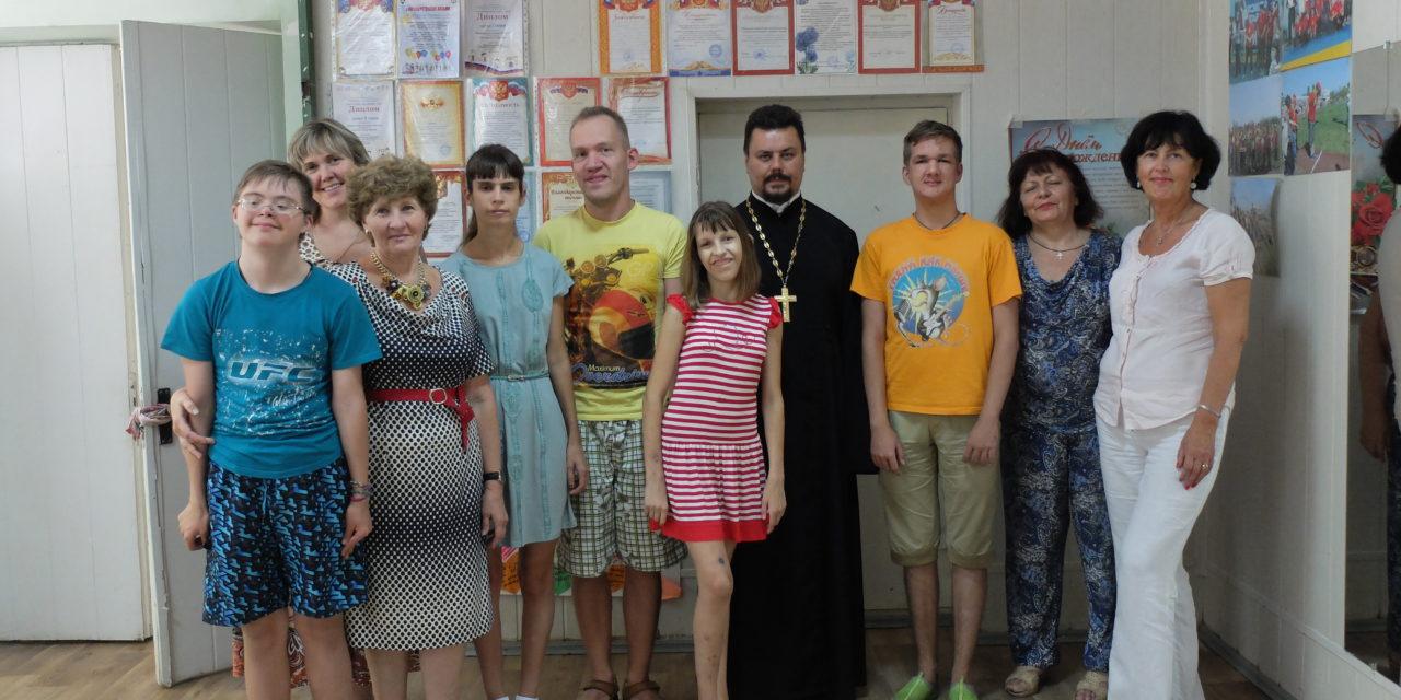 Настоятель храма преподобного Серафима Саровского встретился с участниками общественной организации «Мы есть»