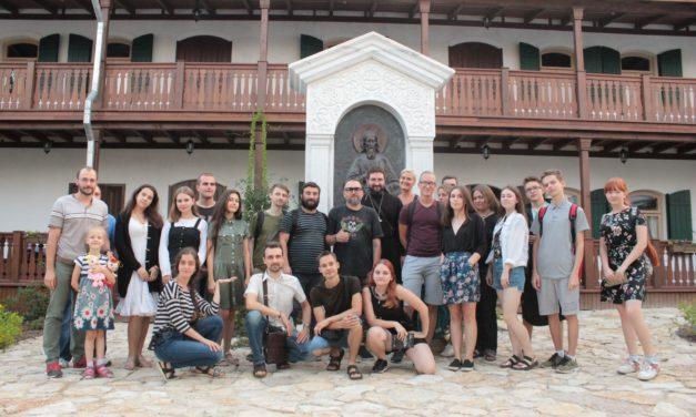Поэт Виктор Бондарев встретился с молодежью таганрогского благочиния на подворье кельи праведного Павла Таганрогского