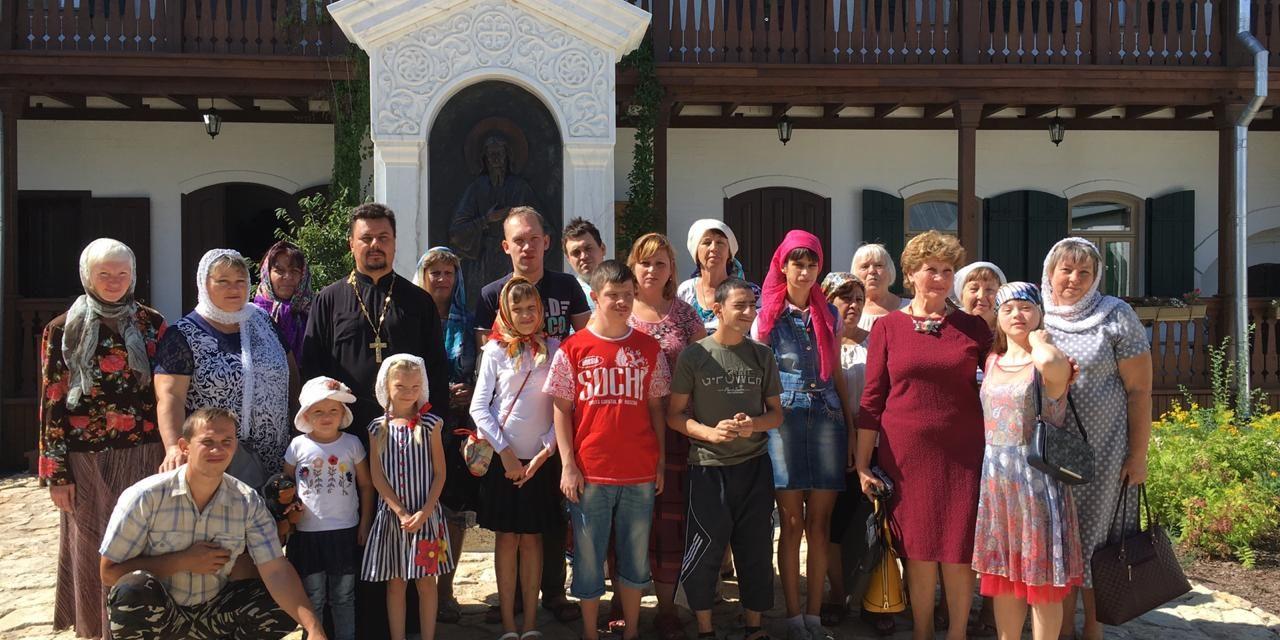 Воспитанники воскресной школы Серафимовского прихода Таганрога посетили келью святого Павла