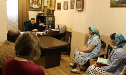 Настоятель Никольского храма протоиерей Алексей Лысиков провел педсовет с преподавателями воскресной школы храма