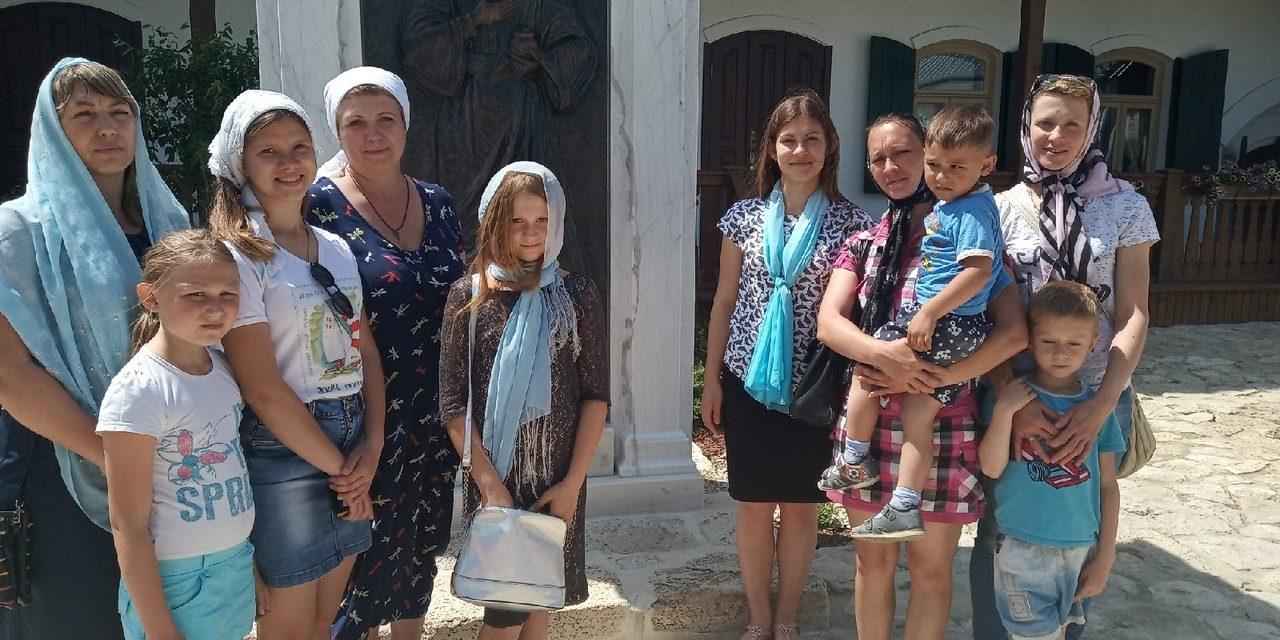 19 мая воспитанники воскресной школы храма Александра Невского с. Вареновка и их родители посетили келью праведного Павла Таганрогского