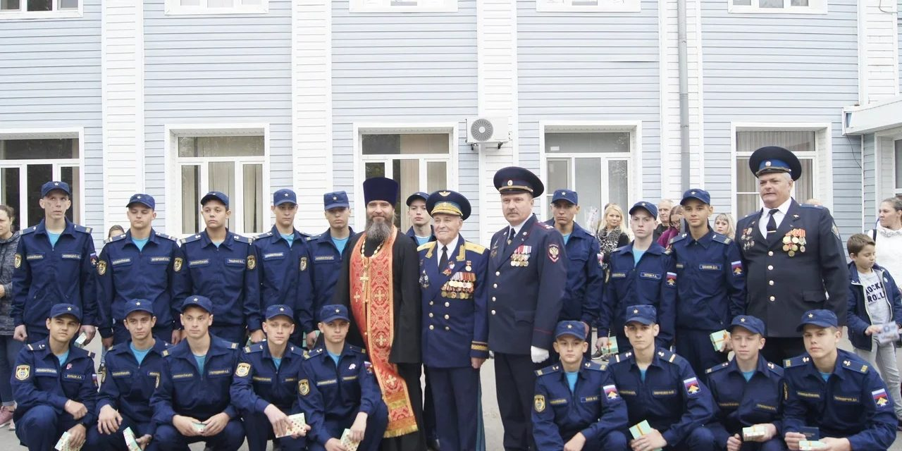 Помощник благочинного по взаимодействию с вооруженными силами напутствовал воспитанников Неклиновской летной школы