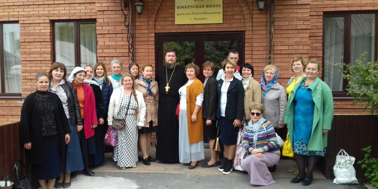 Духовник Елисаветинского сестричества таганрогского благочиния протоиерей Алексей Лысиков провел встречу с сестрами милосердия