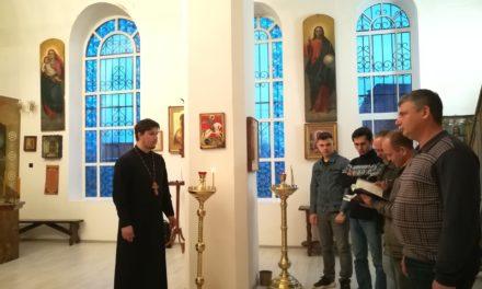 Вхраме Александра Невского с. Вареновка прошло практическое занятие для пономарей