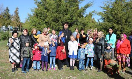 13 октября в храме Александра Невского в с. Вареновка прошёл семейный осенний праздник
