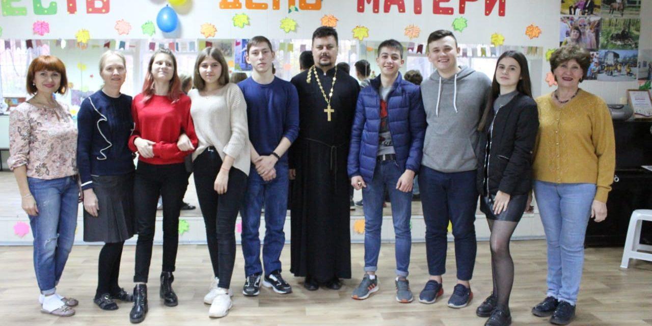 Настоятель Серафимовского прихода Таганрога провел беседу со студентами педагогического института