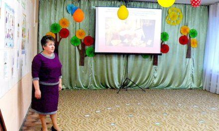 В детском саду «Сказка» на родительском собрании учитель воскресной школы Магдалининского храма провела беседу о Евхаристии