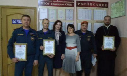 Настоятель Крестовоздвиженского прихода отмечен благодарственным письмом главы Управления образования Неклиновского района