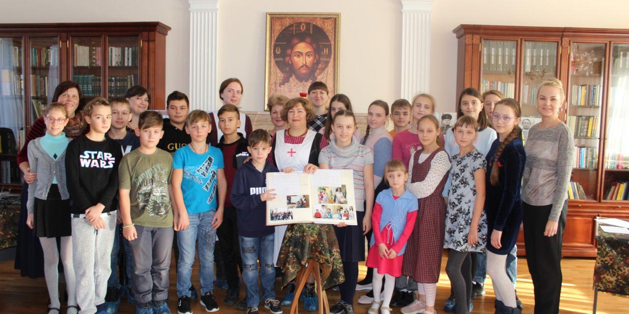 Сестры Елисаветинского сестричества рассказали воспитанникам воскресной школы Георгиевского храма о делах милосердия