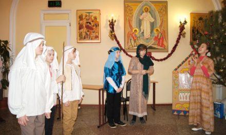 Воспитанники воскресной школы Никольского храма поздравили прихожан с Рождеством Христовым