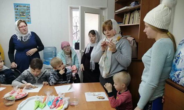 В воскресной школе Сергиевского храма прошли мастер-классы, посвященные празднику Рождества Христова