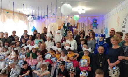 Настоятель Сергиевского храма поздравил воспитанников социального приюта г. Таганрога с наступающим Новым годом и Рождеством Христовым