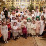 В Георгиевском храме г.Таганрога воспитанники воскресной школы поздравили прихожан с Рождеством Христовым ивыступили наприходском празднике-фестивале