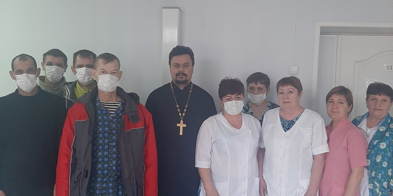 Настоятель Серафимовского храма Таганрога посетил противотуберкулезный диспансер