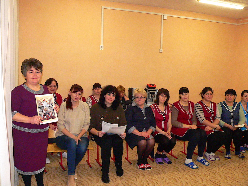 Помощник настоятеля Магдалининского храма провела беседы о новомучениках Российских с учителями, медработниками и воспитателями