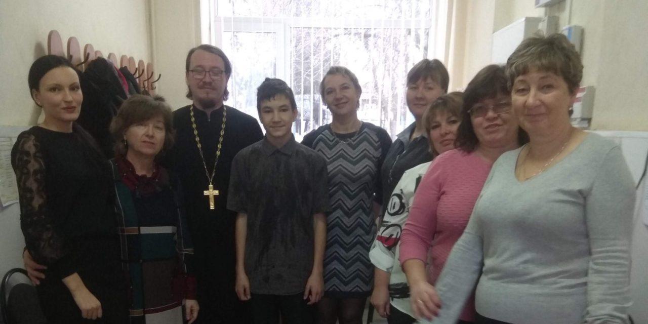 Настоятель Никольского прихода провел ежегодную встречу с учащимися и преподавателями Лакедемоновской школы