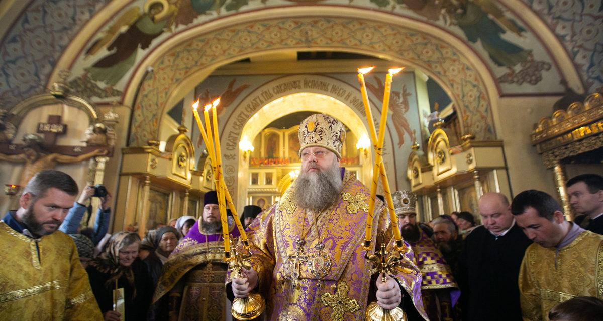 В день памяти святого праведного Павла Глава Донской митрополии совершил Божественную литургию в Никольском храме Таганрога.