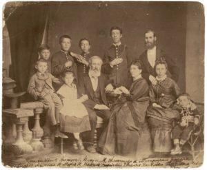 2306058_1000 семья чеховых