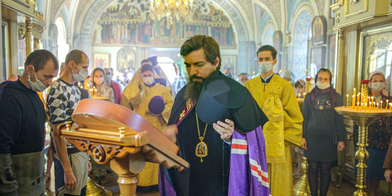 20 сентября с архипастырским визитом Таганрог посетил епископ Таганрогский Артемий, викарий Ростовской-на-Дону епархии.