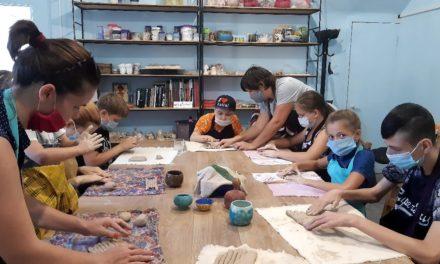 В керамической мастерской при Свято-Никольском храме реализуется проект «Живая глина»