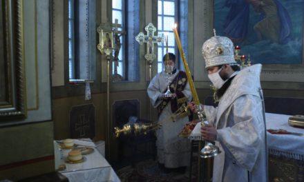 Епископ Таганрогский Артемий совершил Божественную литургию в Одигитриевском храме Таганрога