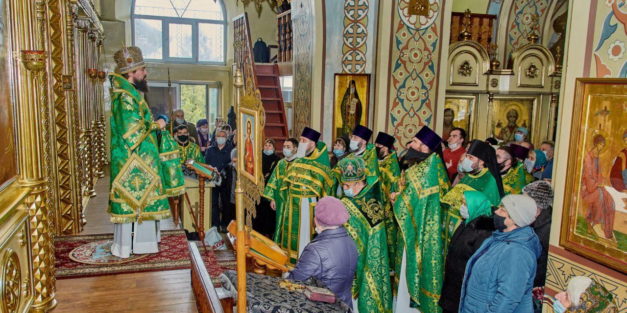 В день памяти святого праведного Павла Таганрогского епископ Артемий совершил Божественную литургию в Никольском храме Таганрога