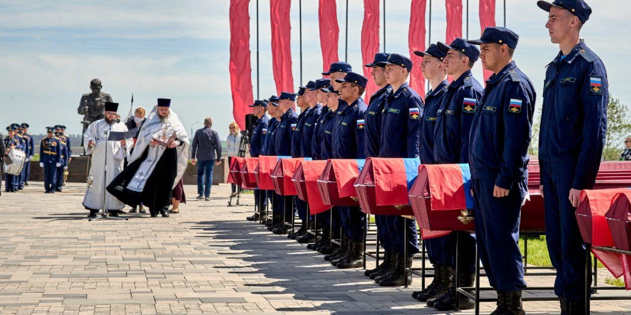 На территории военно-исторического комплекса «Самбекские высоты» состоялась церемония захоронения останков павших воинов