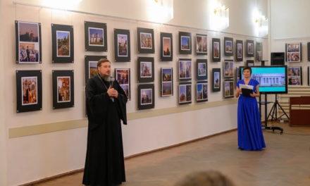 Состоялось открытие фотовыставки, посвященной социальной деятельности таганрогского благочиния