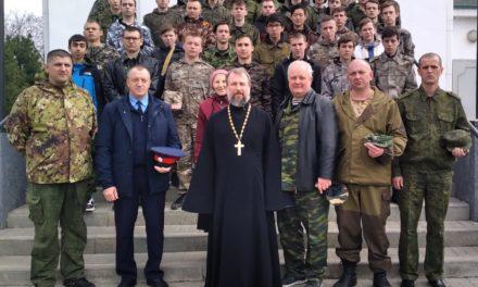 В храме Марии Магдалины х. Красный Десант прошла встреча участников военно-полевых сборов со священником