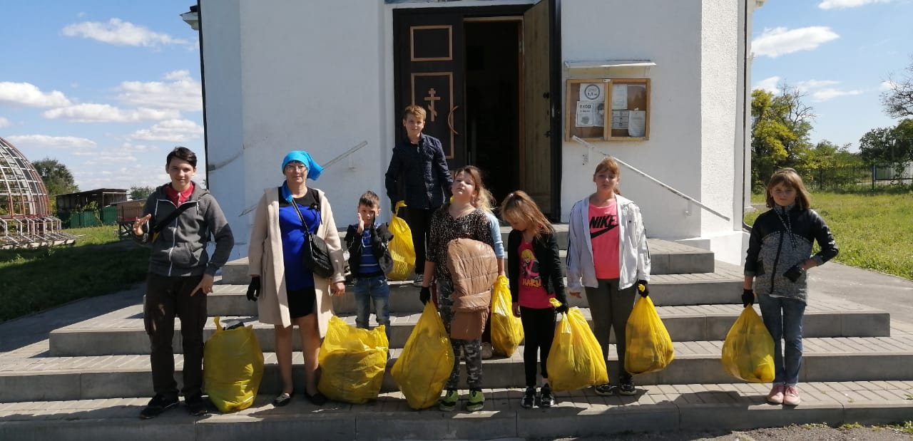 На территории села Лакедемоновка молодежный десант Николаевского прихода провел экологическую акцию