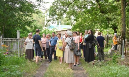 В рамках волонтерского проекта состоялись экскурсии по Таганрогскому некрополю