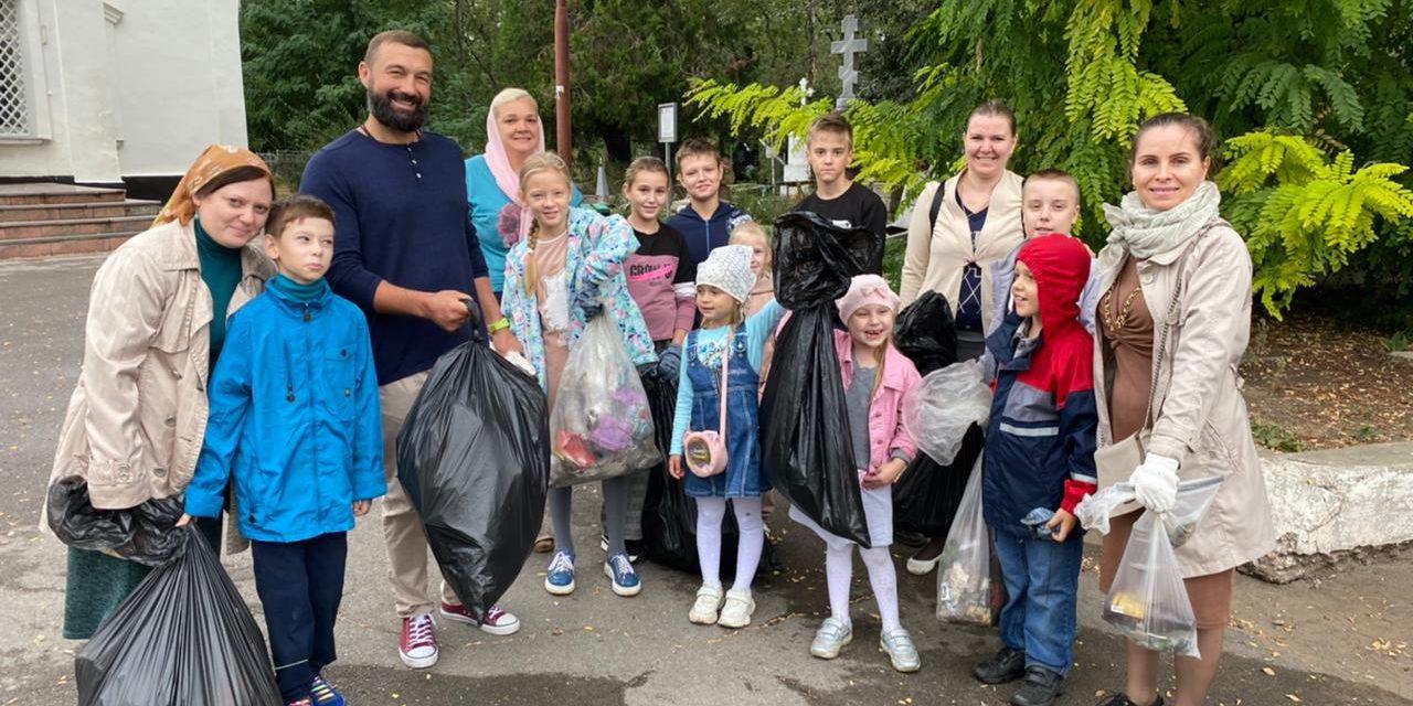 Приходы таганрогского благочиния приняли участие в праздновании Всемирного дня чистоты